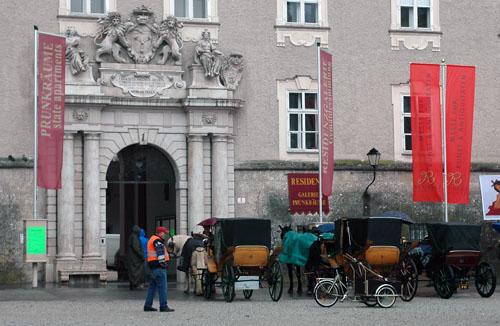 Przejażdżka dorożką to dość drogi, ale za to ciekawy sposób na poznanie Salzburga. Fot.: Jarosław To