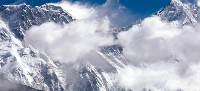 Mount Everest. Po tybetańsku Czomolungma, po nepalsku - Sagarmatha.