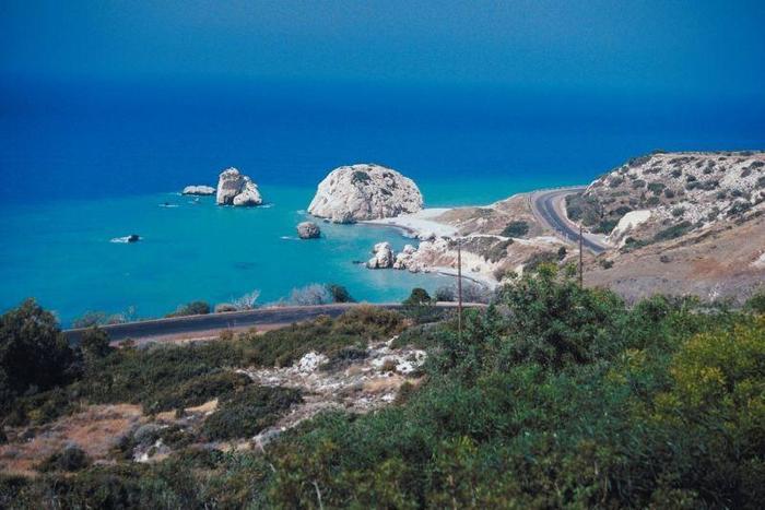 Według mitów - własnie na Cyprze z piany morskiej wyłoniła się Afrodyta.