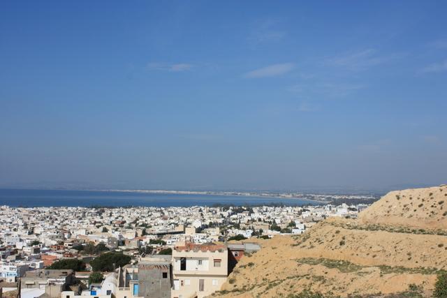 Widok z wzgórza w Hammamet. W oddali Zatoka Hammamet.