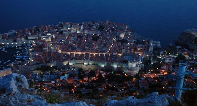 Dubrovnik widziany o zmierzchu ze szczytu góry Srd w wiosce Bosanka
