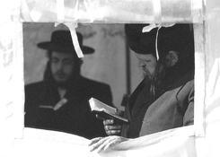 Całonocne modły w ohelu Elimelecha.