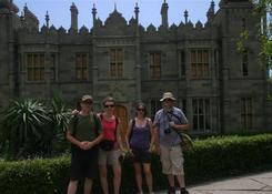 Nasz grupa przed pałacem w Ałupce