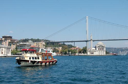Będąc w Istambule koniecznie trzeba się wybrać na rejs po Bosforze. Fot.: Jarosław Tondos/TravelFocu
