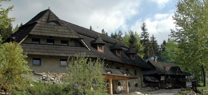 W Szczyrku nie brakuje tradycyjnych góralskich chat.  Fot. Jarosław Tondos/TravelFocus.pl