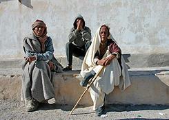 Tunezyjczycy chętnie pozują do zdjęć i nie rąbią przy tym żadnych problemów.