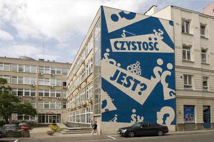Duet frafików Twożywo wykonał w 2008 roku wielkie murale w różnych punktach Warszawy. Na zdjęciu mur