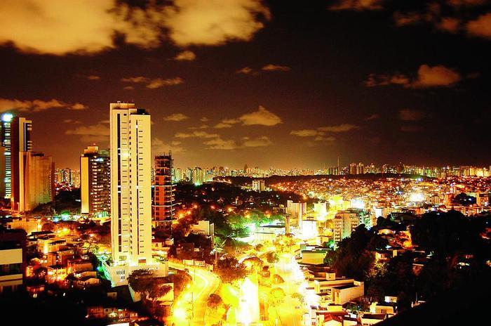 """Widok ze """"szczytu świata"""" na Salvador"""