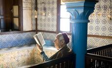 Synagoga La Ghriba to jedno z najstarszych miejsc kultu judaistycznego na świecie. W maju synagoga ś