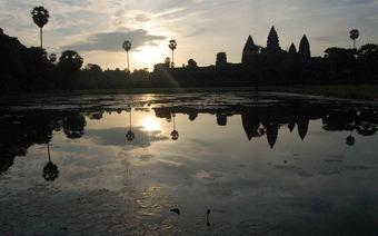 Wchód słońca nas Ahgkor Wat, będącej symnolem minionej potęgi Kambodży