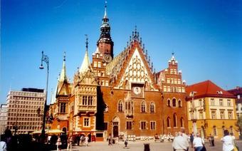 Wrocławski ratusz należy do najpiękniejszych w Europie. Ceniony językoznawca,  prof. Jan Miodek (wro