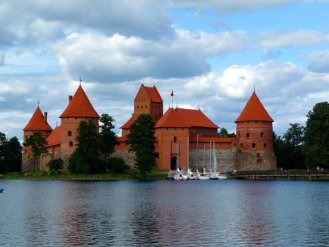 Zamek w trokach na wyspie.