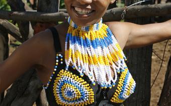 Młoda Zuluska w tradycyjnym stroju