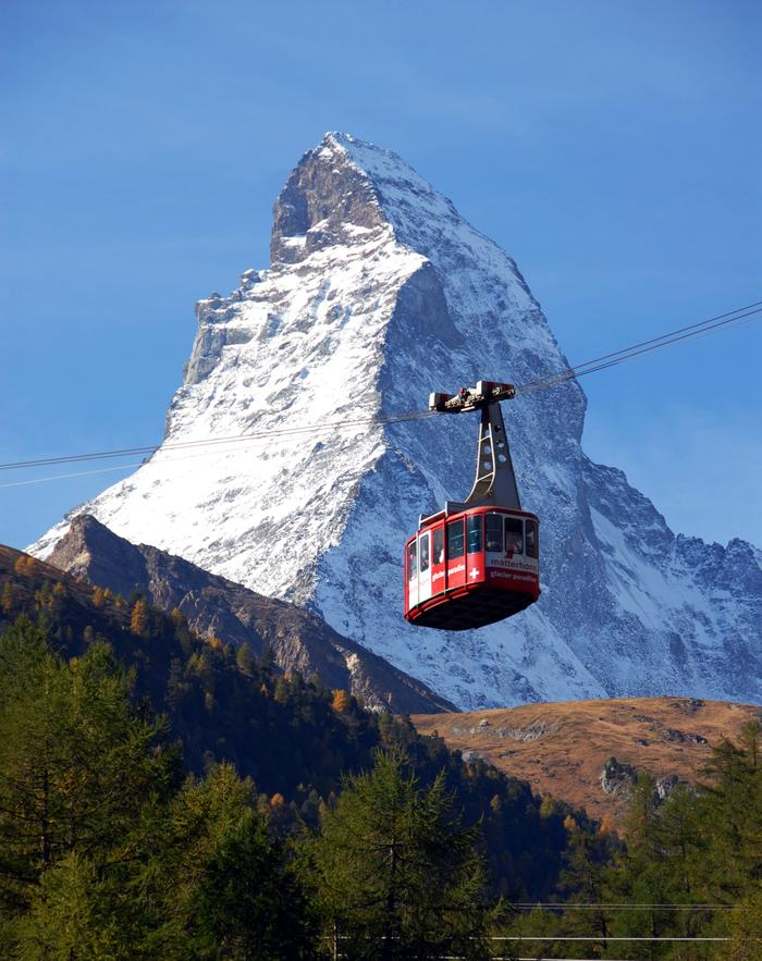 Ośnieżony Szczyt Matterhorn