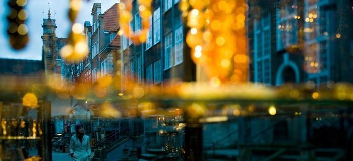 sklepy z bursztynami na ulicach Gdańska