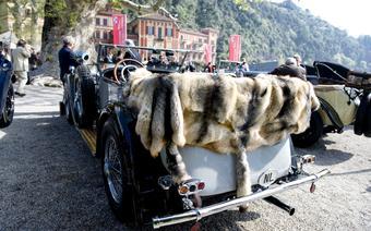 Właściciel tego Mercedesa przyjechał nim do Włoch z Holandii na kołach
