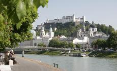 Widok na starą część Salzburga i fortecę Salzburg Wysoki
