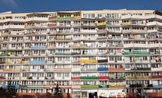Falowiec przy ulicy Obrońców Wybrzeża - najdłuższy blok w Polsce