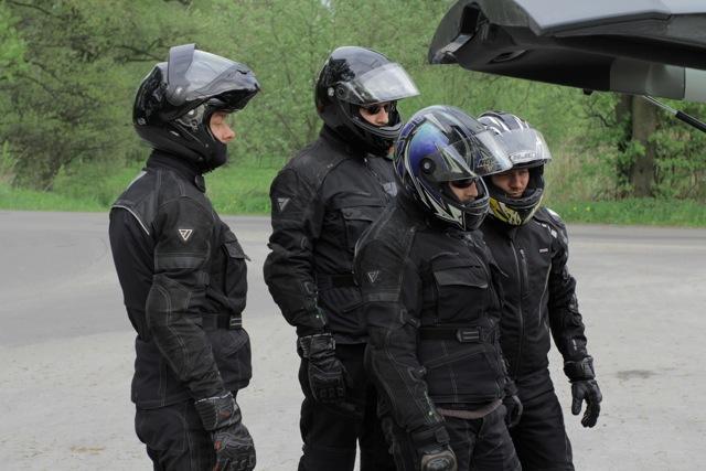 Drużyna ruszająca na wyprawę motocyklową po Gruzji
