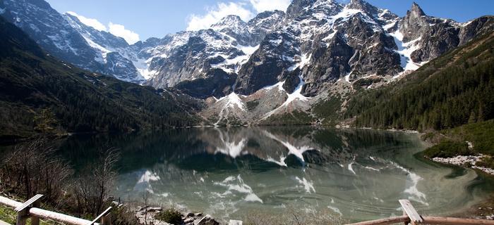 Góry odbijające się w Morskim Oku