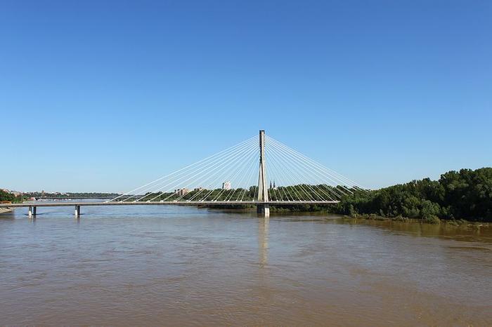 Most Świętokrzyski - to między nim a mostem Średnicowym znajduje się bulwar, na którym zorganizowano wystawę