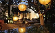 Bajkowo oświetlony ogród w agroturystycznym SPA Atzaro