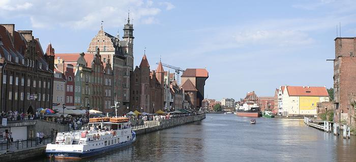 Brzeg Motławy ze słynnym żurawiem - wizytówką Gdańska