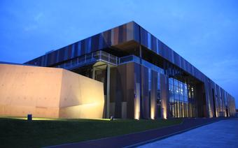 Budynek Centrum kopernika od strony Wybrzeża Kościuszkowskiego