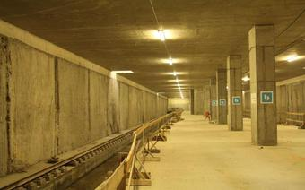 Podziemna stacja kolejowa pod Lotniskiem Chopina w lipcu 2011r.
