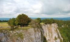 Trudno uwierzyć, że skalny krater Creux du Van to efekt silnej erozji spowodowanej przez wodę i lód