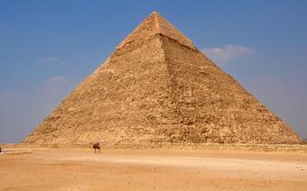 Piramidy w Gizie są jedna z największych atrakcji turystycznych w Egipcie