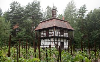 Wieża Winiarska z II poł. XVIII wieku przeniesiona ze wsi Budachów do Muzeum Etnograficznego w Ochli