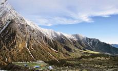 Bazę upodnóża lodowca Dokrani Banak otaczały szczyty sięgające ponad 6000m n.p.m.