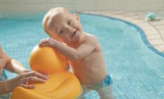 Na basenach dzieci mogą szkolić swoje umiejętności pływackie , relaksować się i spędzać zdrowo i aktywnie  czas z rodzicami