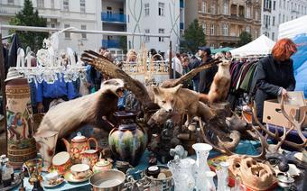 Spacer po sobotnim pchlim targu na Naschmarkt to pasjonująca wyprawa dla kolekcjonerów