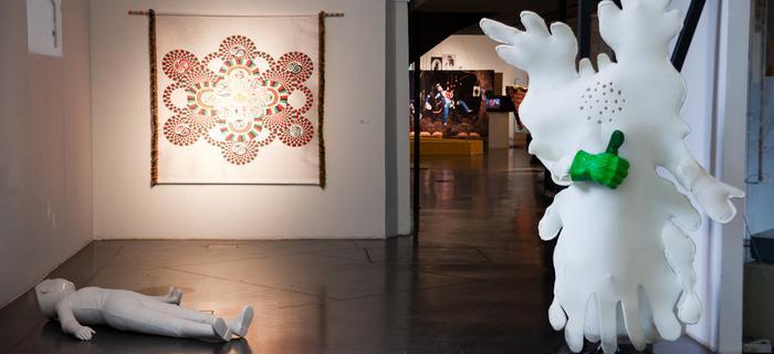 Większość wystaw w MuseumsQuartier oferuje darmowy wstęp. Na zdjęciu część wystawy Getting in Haze