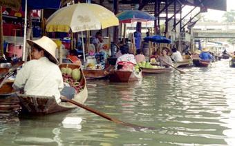 Zagrożony zalaniem jest słynny Wodny Tsrg w Bangkoku