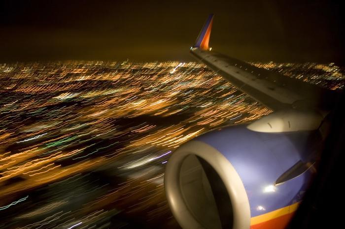 Częśc lotnisk w ogóle nie zewzala na nocne koczowanie i do zaoferowania sennym i zmęczonym ma tylko nocleg pod gwiazdami