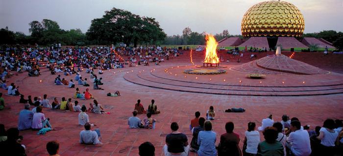 Matrimandir miejsce skupienia i spotkań położone w samym sercu Auroville