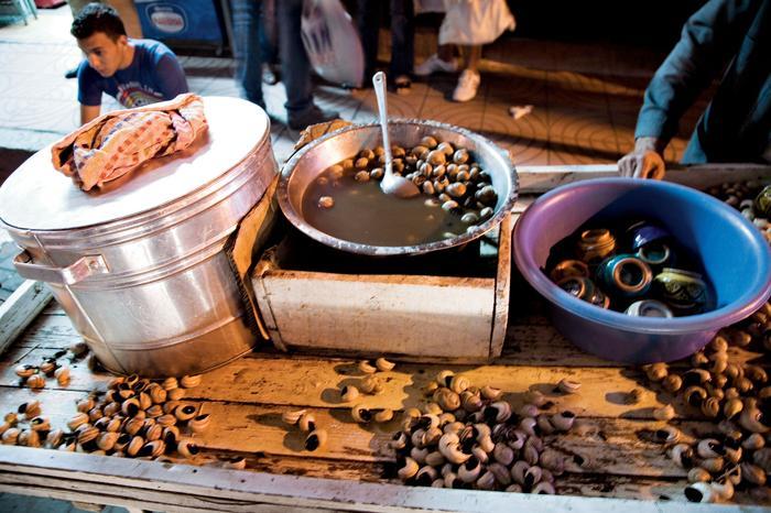 Na każdym suku można kupić małą lub dużą miskę ślimaków