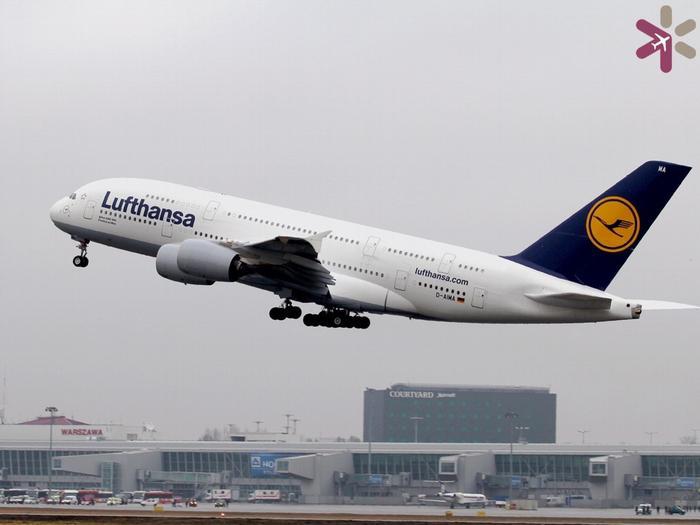 Samolot linii Lufthansa na Lotnisku Chopina
