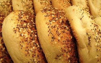 Popularne  bułeczki drożdżowe zwane bajglami pochodzą z kuchni żydowskiej