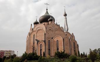 Pięć kopuł cerkwii Świętego Ducha symbolizuje Chrystusa i czterech apostołów