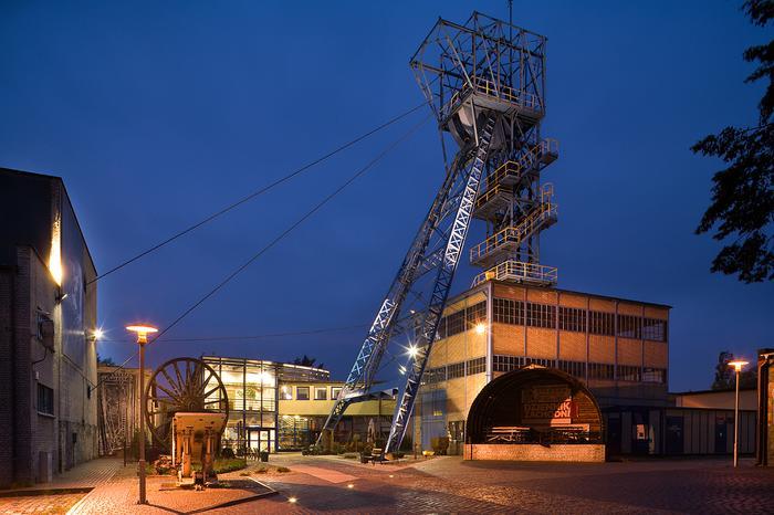 """W kopalni """"Guido""""  w podziemnym korytarzu  na poziomie 320 m co pewien czas odbywają się koncerty i przedstawienia teatralne"""