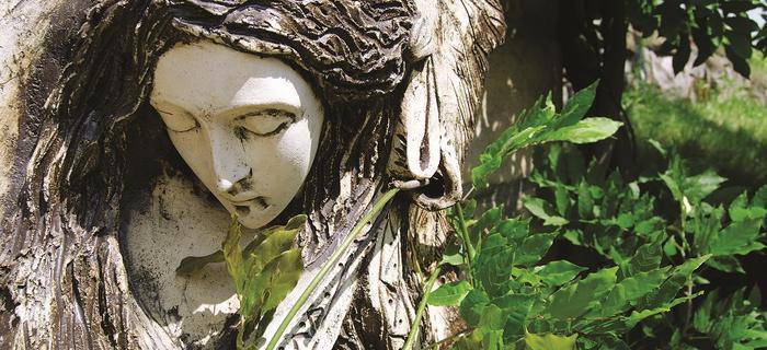 Anioł przed galerią Jacka i Ewy Budzowskich