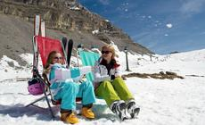 Narty Włochy. Narciarki odpoczywają w Dolomitach