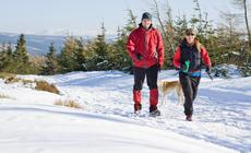 Zimowy trekking w górach w Polsce