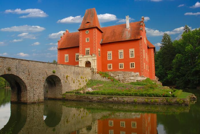 Zamki w Czechach: Czerwona Lhota