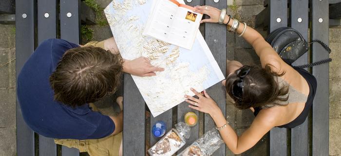 Para z mapą