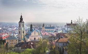 Z baszty widokowej Zamku Kazimierzowskiego rozciąga się najlepszy widok na najważniejsze świątynie miasta